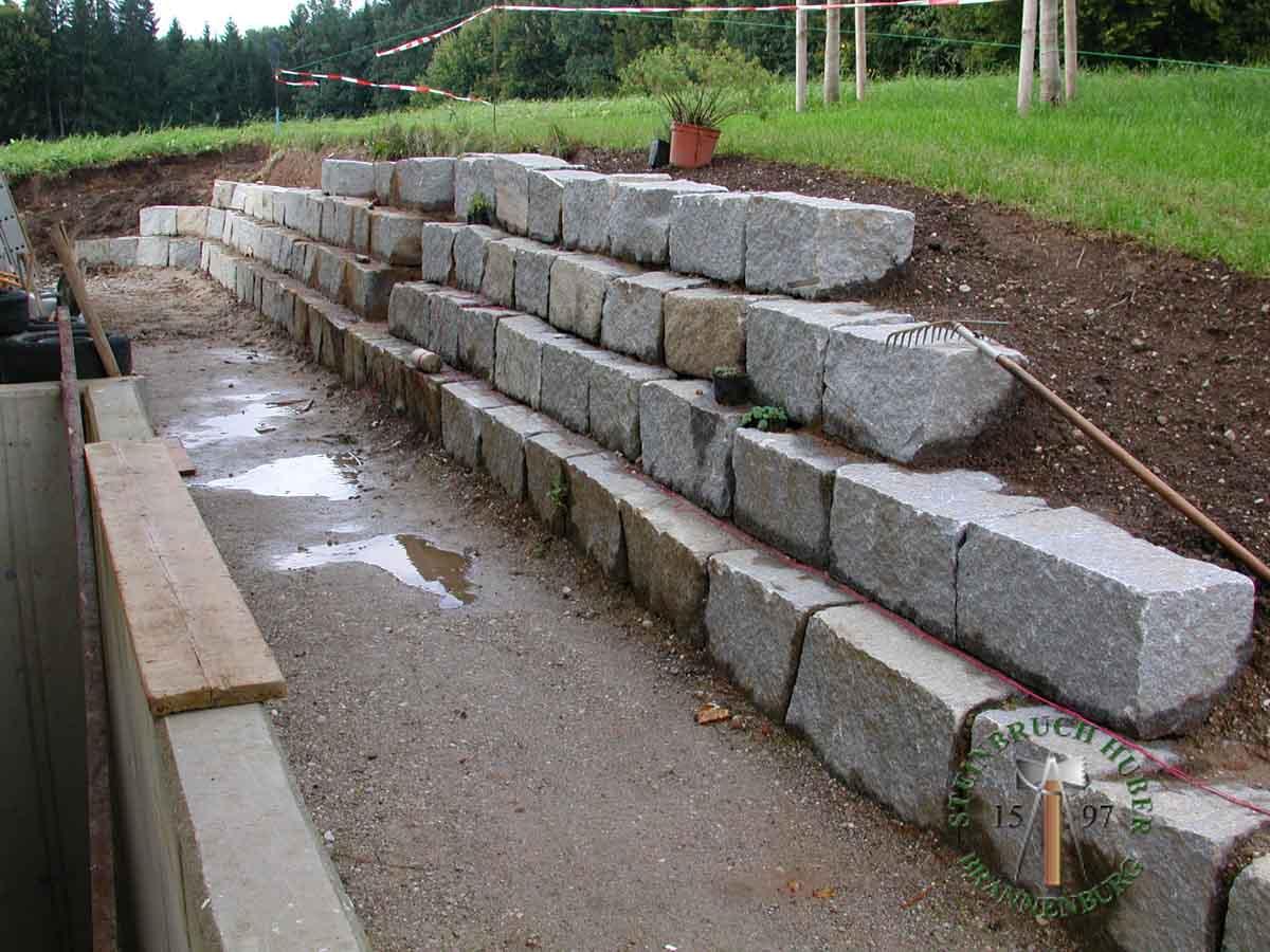BayGranit Mauerstein R-40 Granit Steine für eine Steinmauer im Garten