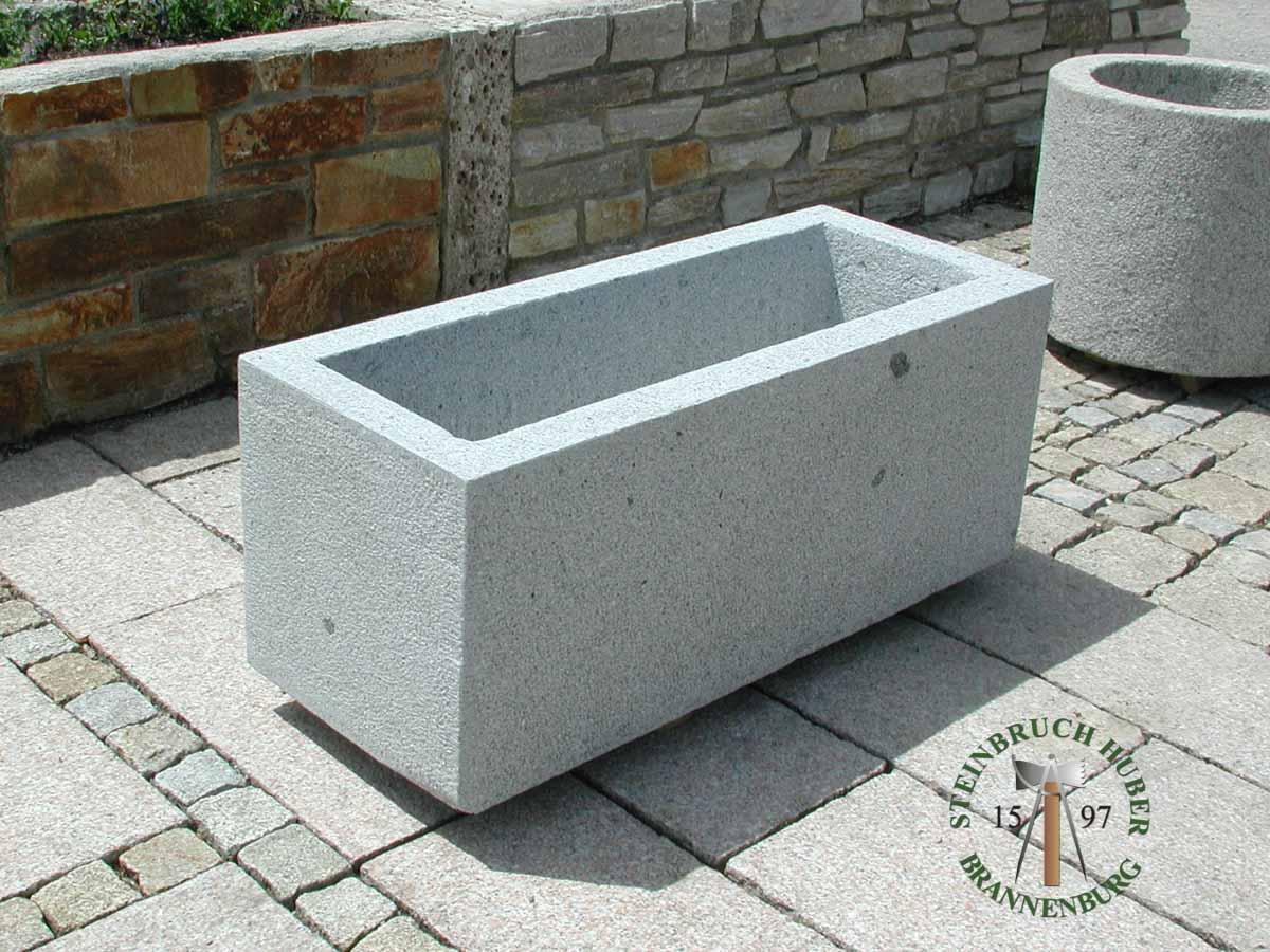Granit Pflanztrog Garda In Gespitzter Oder Gestockter Ausführung