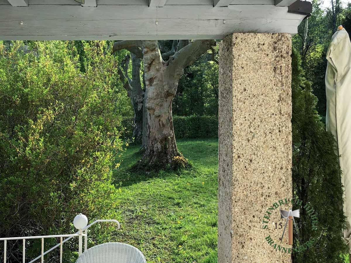 Pfeiler, Säulen - Nagelfluh Pfeiler - Saeu-01_01 - Steinbruch Huber